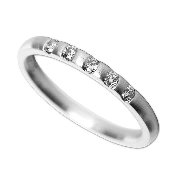 Ring in Weißgold mit Brillant
