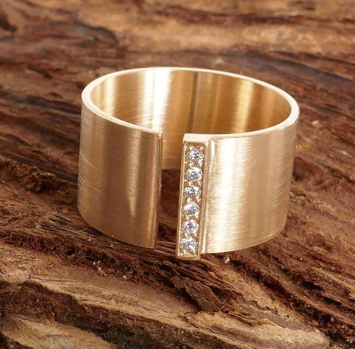 Ring in Roségold mit Brillanten